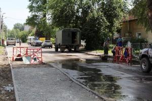 «Жаль, что асфальт»: тротуар на улице Аксакова достроят через две недели