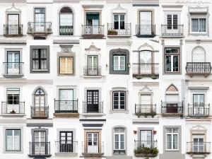В трех многоквартирных домах заменят окна за счет городского бюджета